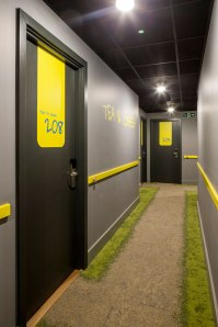 Destin-QBic-Hotel-London-Blacksheep-10-hall