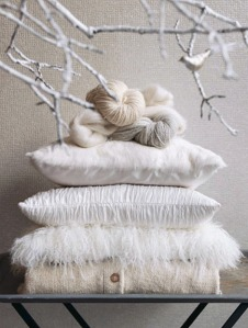 white-pillows-decor