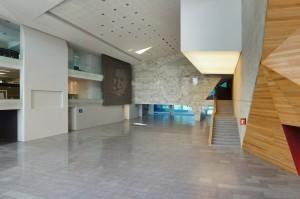 506113d028ba0d78ba00021b_centro-cultural-roberto-cantoral-broissin-architetcs_lobby_-1-_photo-_alejandro_rocha-1000x664