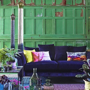 239_blue_velvet_couch_green_wall