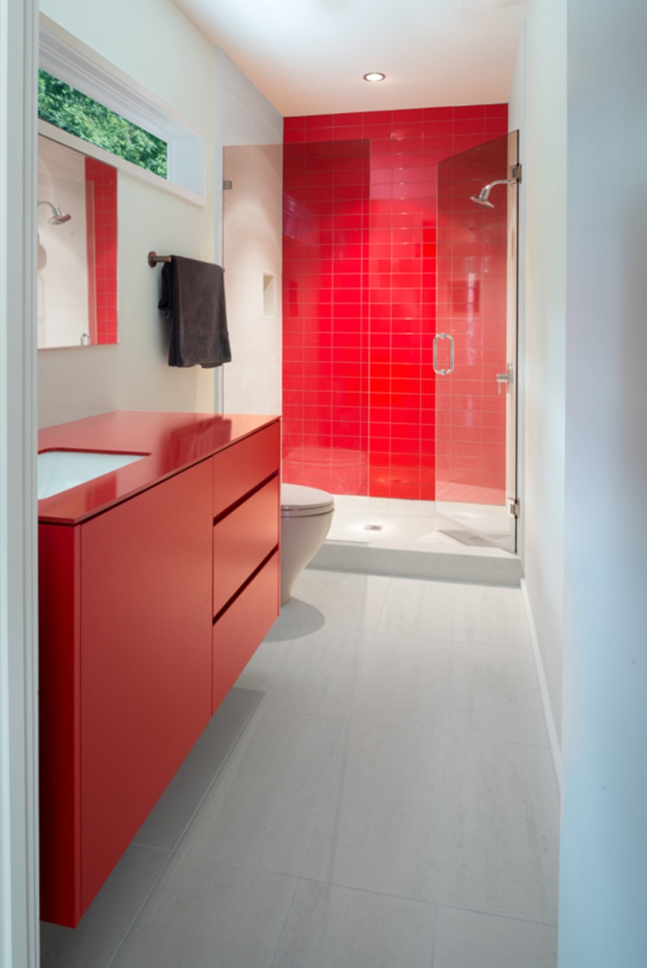 red bath.jpg