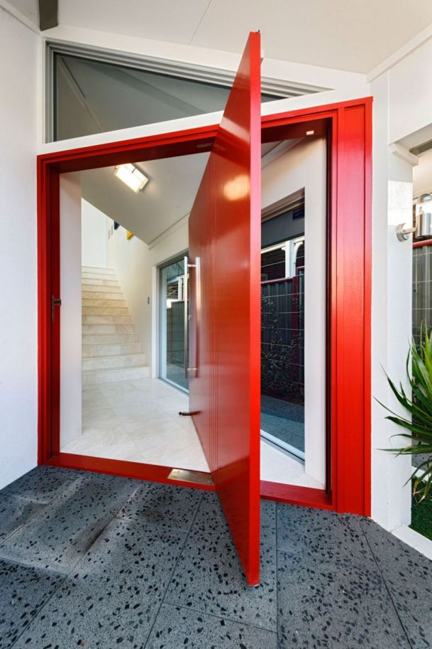 rotating-door-in-bright-red