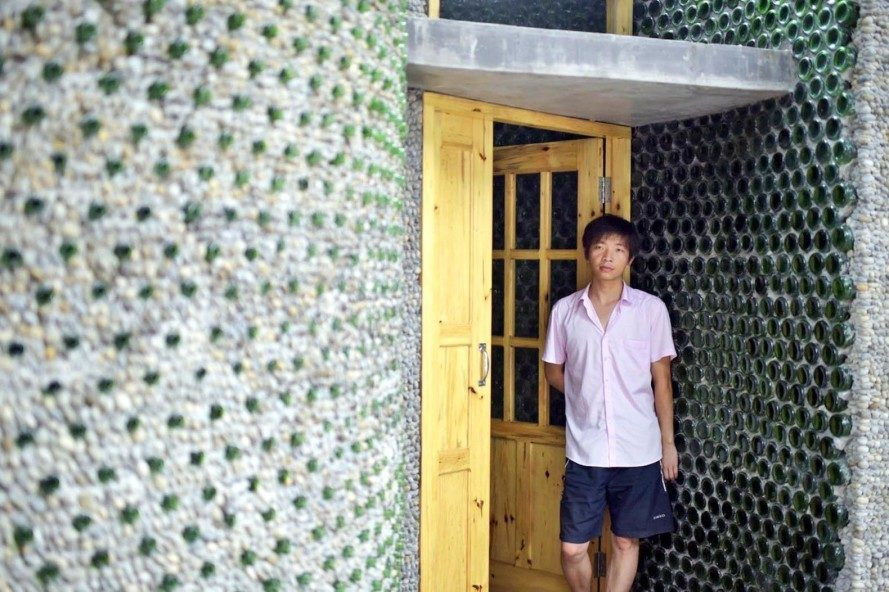 3Man-builds-his-house-out-of-beer-bottles