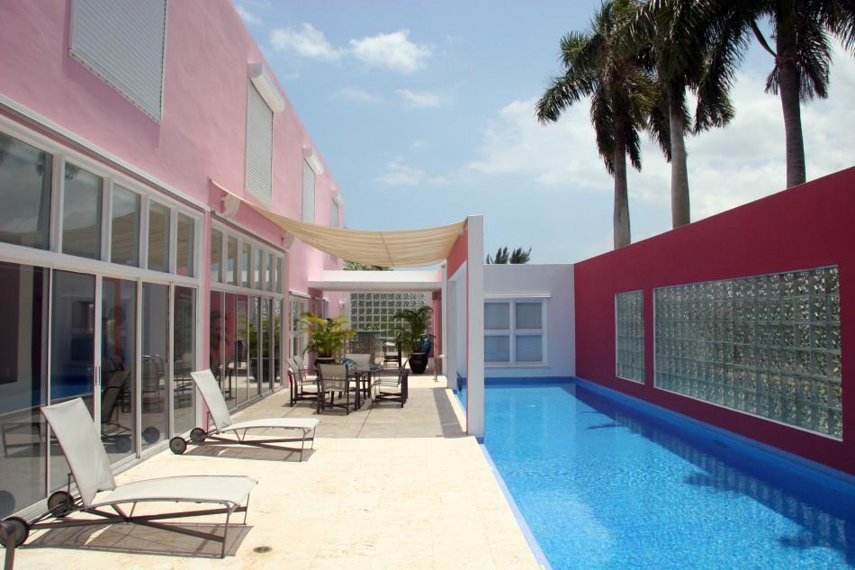 pink house pool
