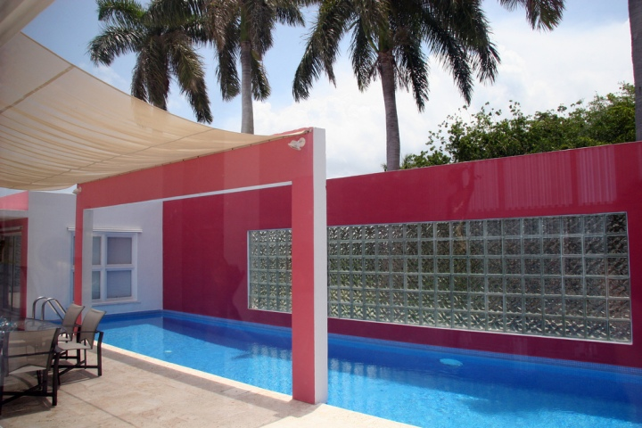 pink house pool2