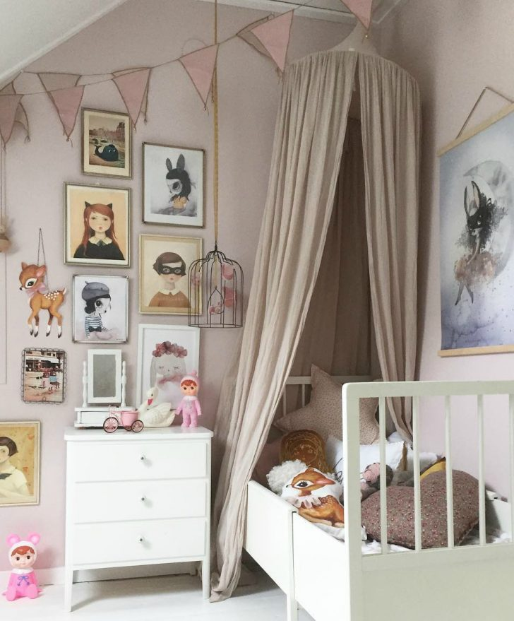 gallery-wall-kids-room-1