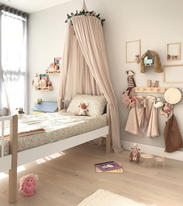 gallery-wall-kids-room-3