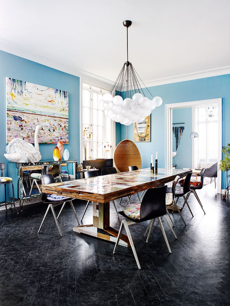 blue-walls-and-black-herringbone-floors
