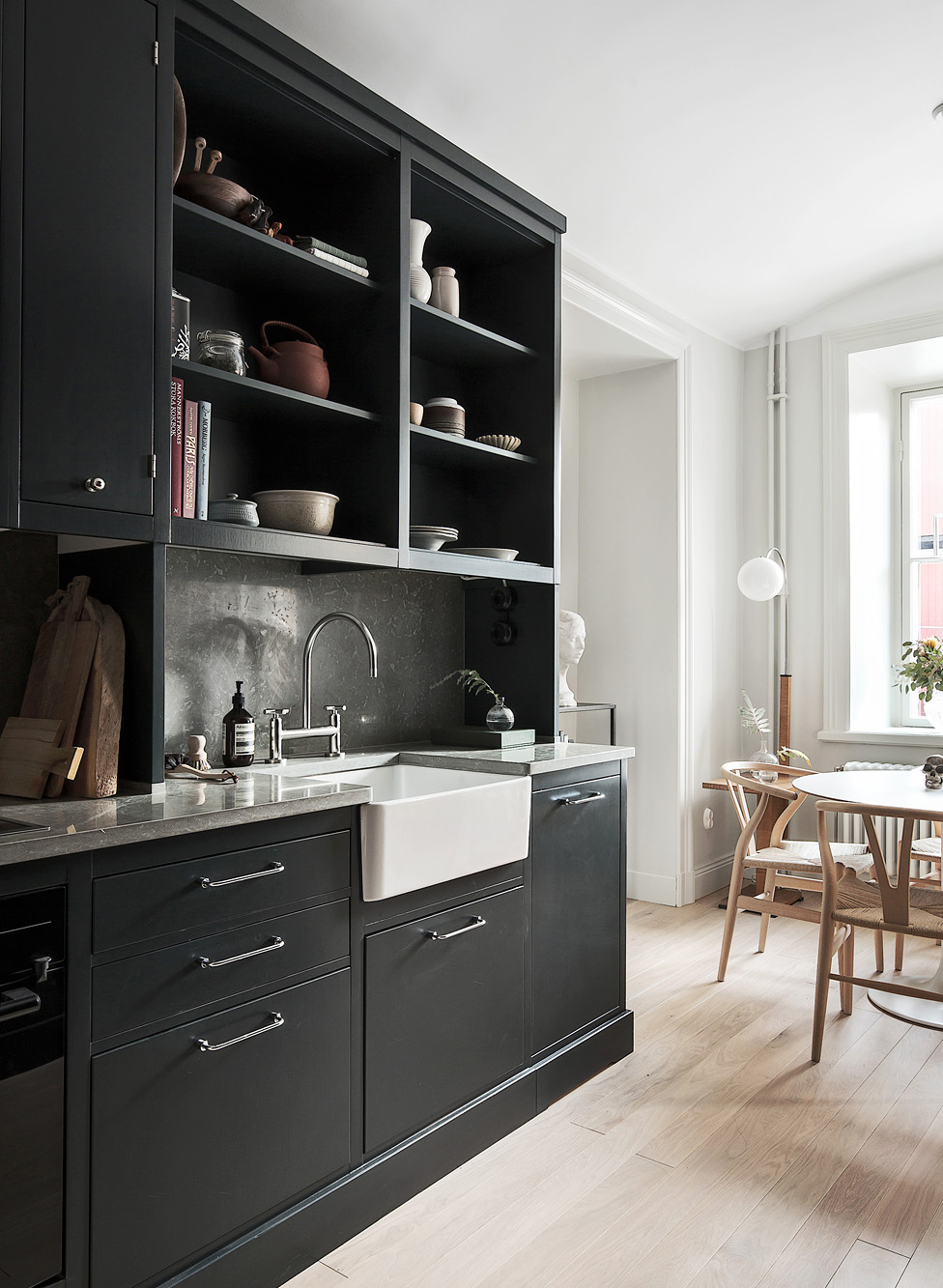 gorgeous-black-cabinetry