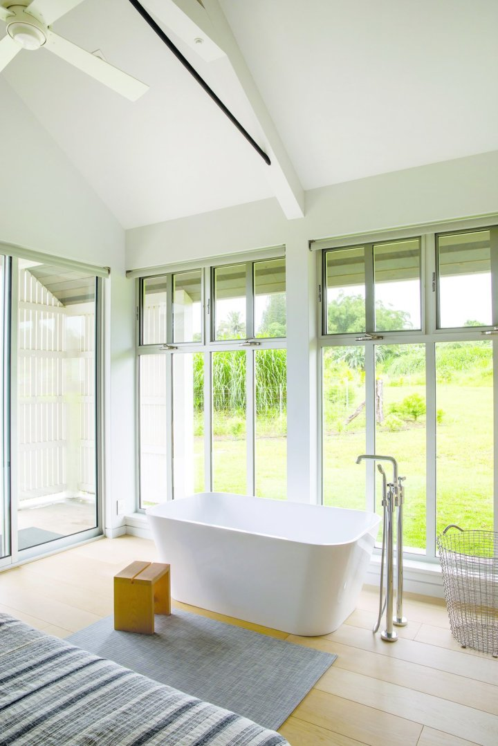 upcountry-maui-cottage-and-barn-soaking-tub-in-master-bedroom
