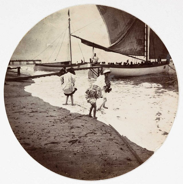 Children-paddling-in-the-sea-about-1890.jpg